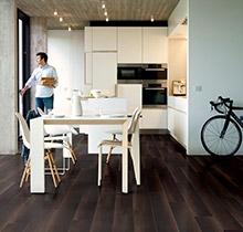 Met laminaat als vloer haalt men enkele interessante eigenschappen mee in huis.
